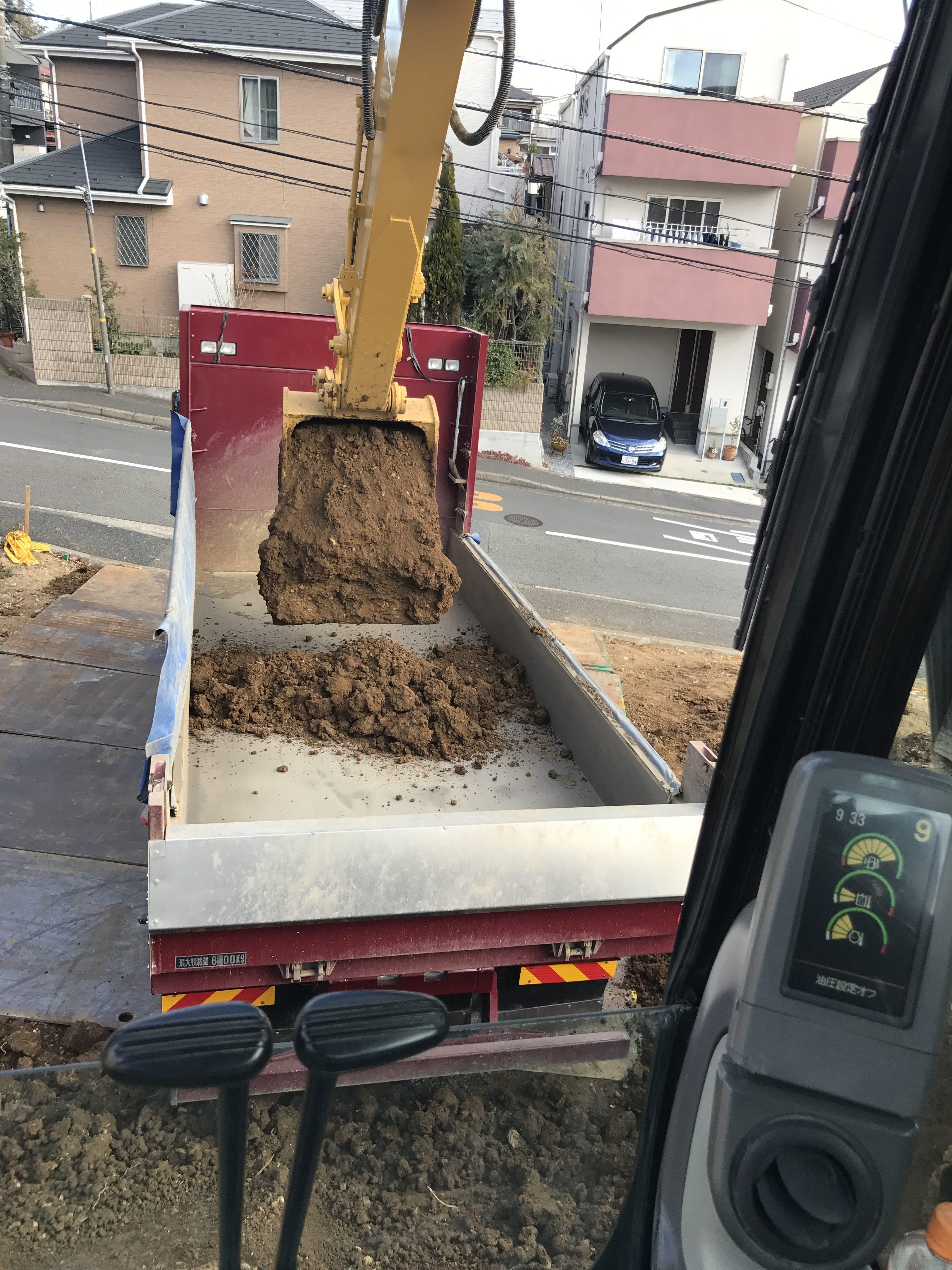 横浜市港北区高田西造成地残土出し工事